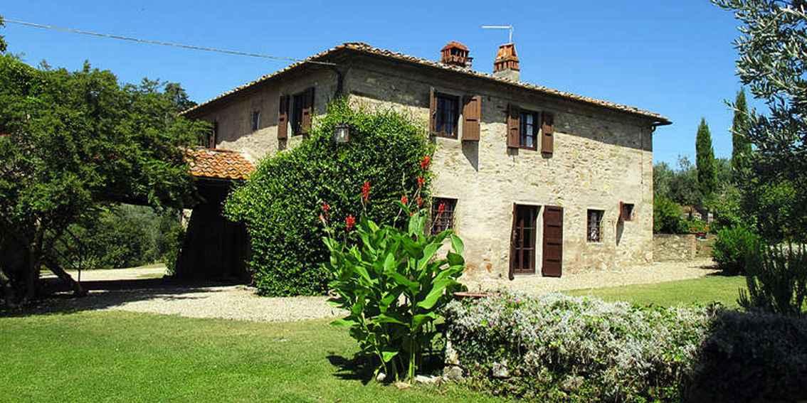 Villa 8 posti letto con piscina in agriturismo ad arezzo for Piani di serra in collina