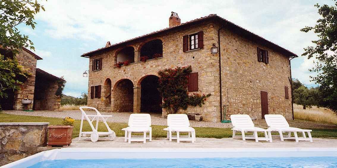 Villa 6 posti letto con piscina in agriturismo ad arezzo for Piani letto della fattoria